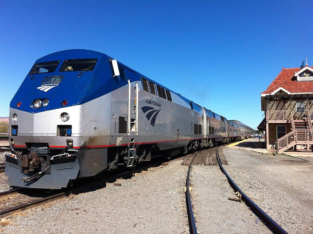 amtrak-train-latinas-traveling-around-the-world