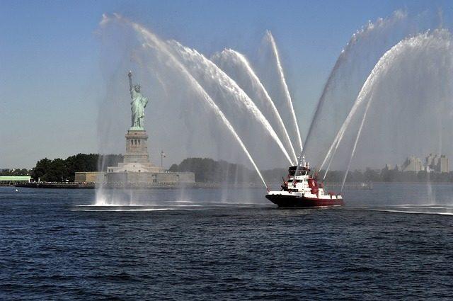 boating in new york latinas travel