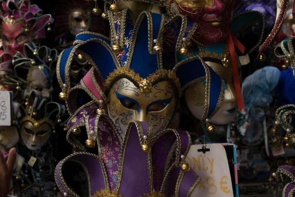 carnival-mask-store-venice-italy