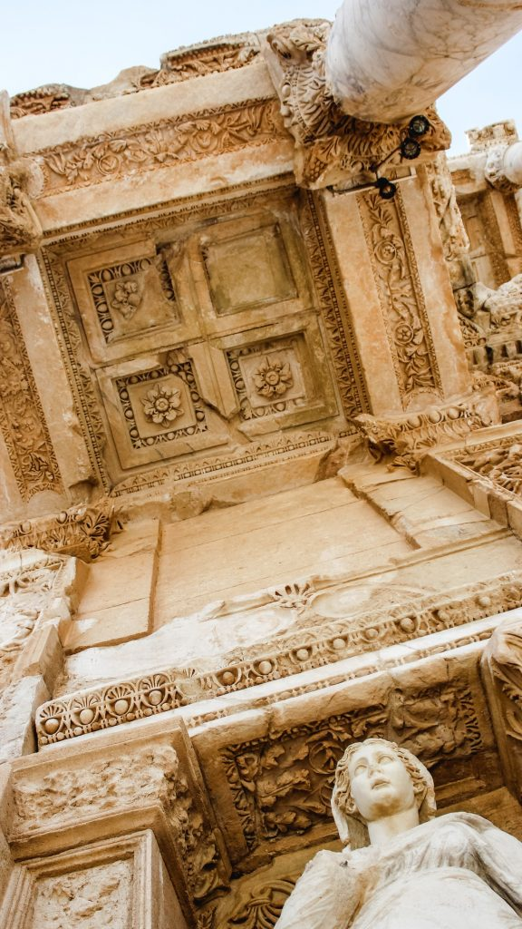 latinas-travel-turkey-library-of-celsus